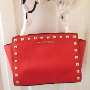 Michael Kors Selma Stud messenger bag in Mandarin